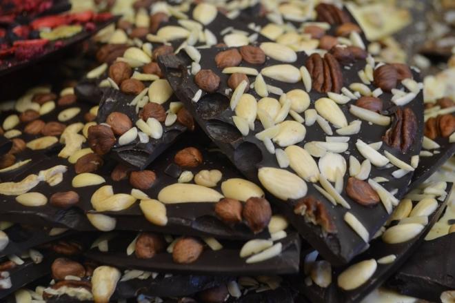 72% tmavá oříšková čokoláda