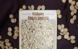 Zlatá karamelová čokoláda s oříšky