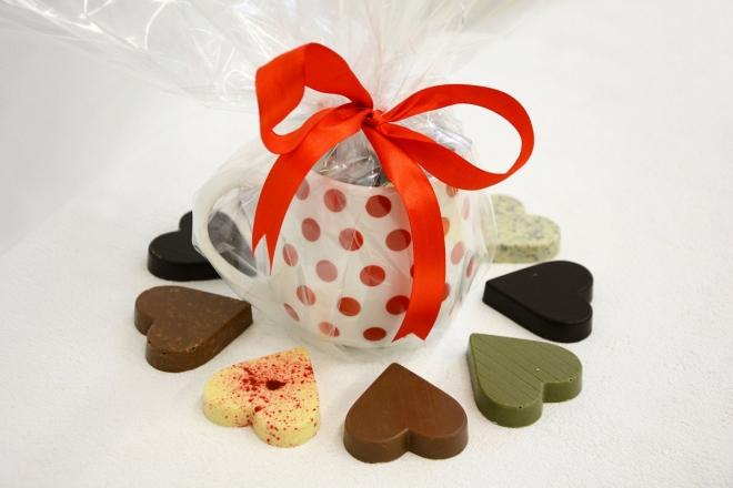 Hrníček s devíti druhy čokoládových srdíček