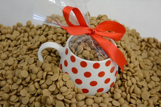 Hrníček s čočkami zlaté karamelové čokolády